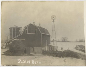 Barn constructed in 1906 near the current site of the Dittmann Center. Courtesy of St. Olaf College Archives collection via the Northfield History Collaborative.